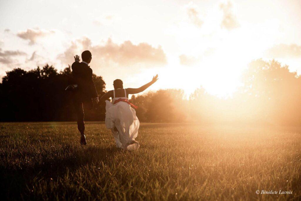 maries dans le coucher du soleil