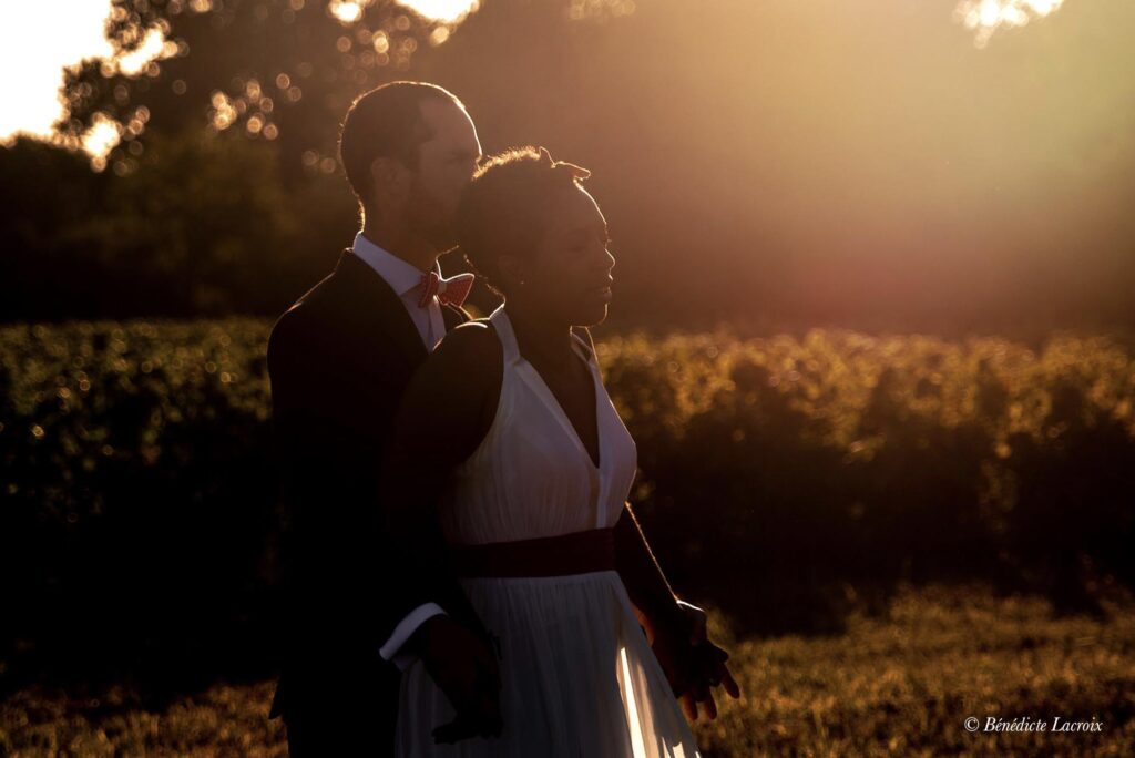 couple maries coucher soleil